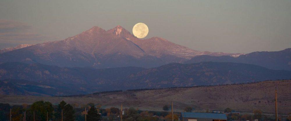 cropped-moon-over-meeker.jpg